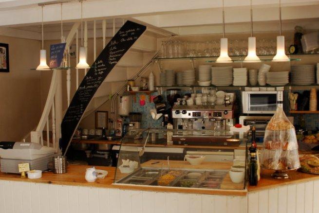 Den gamle serveringsdisken før vi åpnet det nye kjøkkenet.